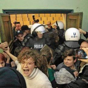 *IN SOLIDARITY* queer activists beaten by the police at Poznań Economic University(PL)